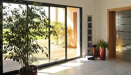 Porte-fenêtre, baie et fenêtre PVC et métal Tryba : lumineuses et résistantes !